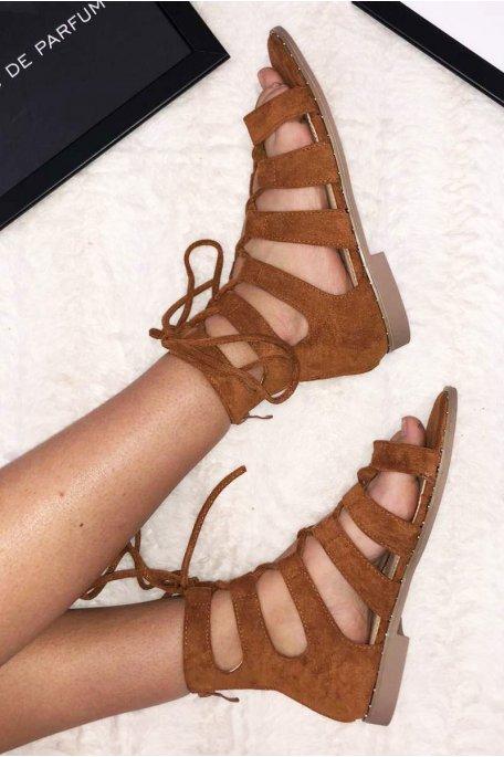 Sandales plates croisées effet daim camel
