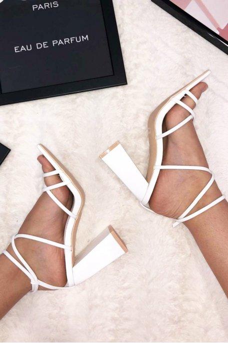 Sandales fines lanières à talons carrés blanches