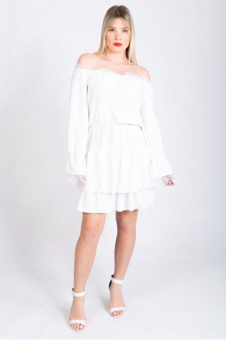 Robe blanche à volants manches et col dentelle