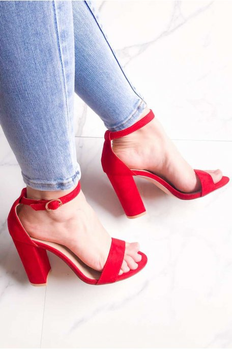 Sandales rouges à talons effet daim