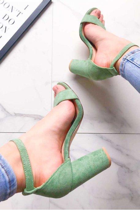 Sandales vertes à talons effet daim