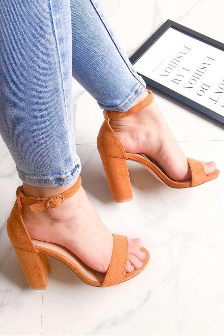 Sandales camel à talons effet daim