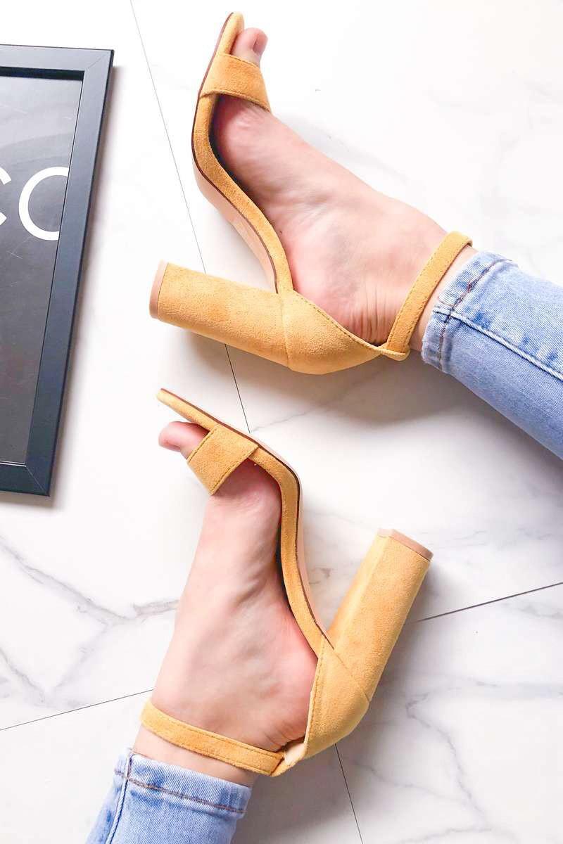 Sandales jaunes à talons effet daim