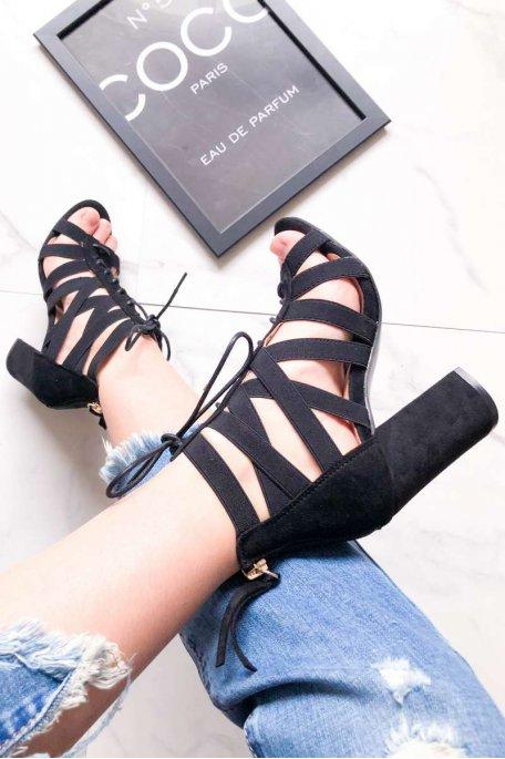Sandales à talons noires ajourées lacets