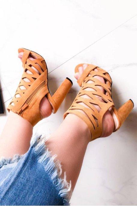 Sandales à talons croisées en daim camel