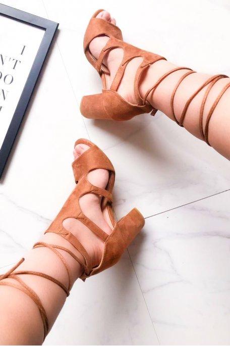 Sandales à talons camel effet daim à lacets