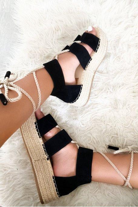 Sandales noires compensées tressées