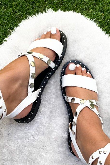 Sandales blanches montantes cloutées