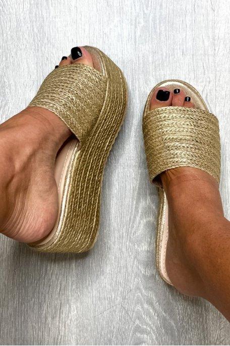 Sandales compensées dorées tressées