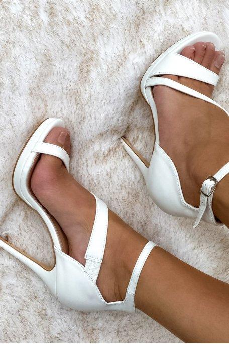 Sandales à talons blanc