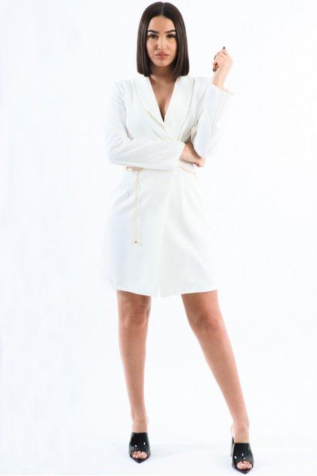 Robe blanche style blazer ceinture dorée