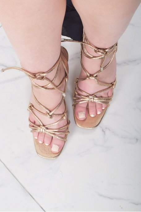 Sandales à talons nœud champagne