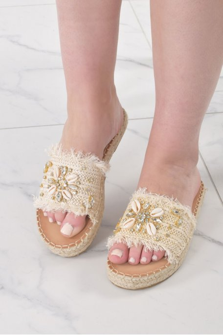 Claquettes avec perles et coquillages beiges