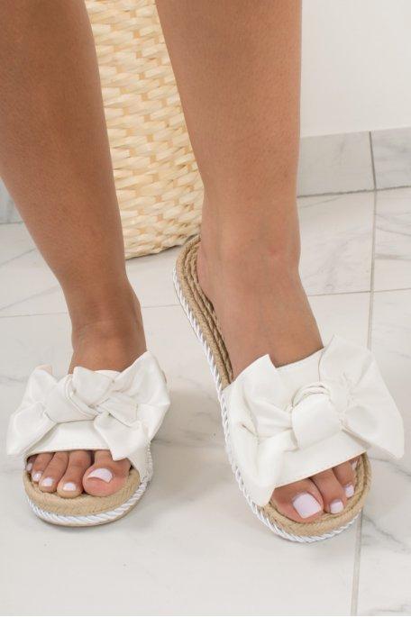 Claquettes blanche noeud daim