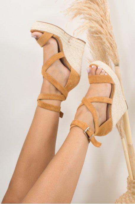 Sandales compensées camel montantes effet daim