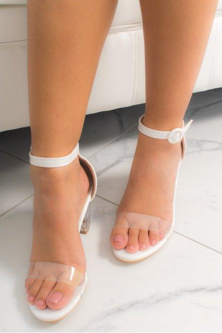 Sandales blanches à talons transparents effet croco