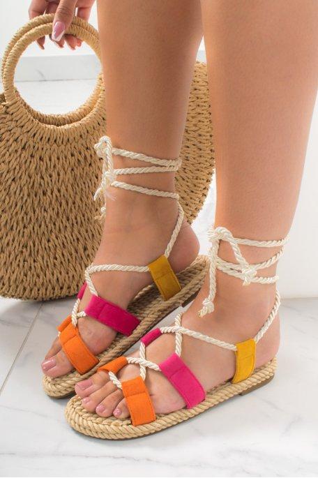 Sandales plates tressées effet daim fushia