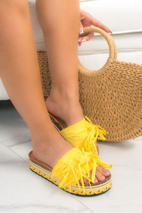 Claquettes jaunes effet daim noeud à franges