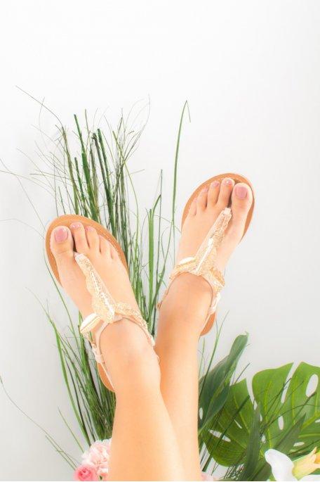 Sandales beiges feuilles dorées