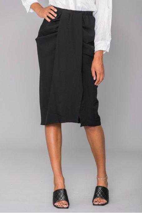 Jupe mi-longue noire pliée