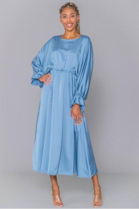 Robe longue bleu satinée manches chauve-souris