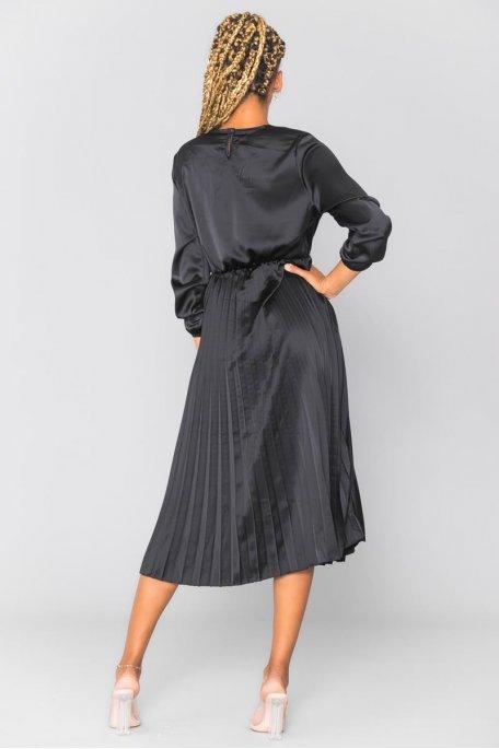Robe longue noire satinée plissée cache-coeur