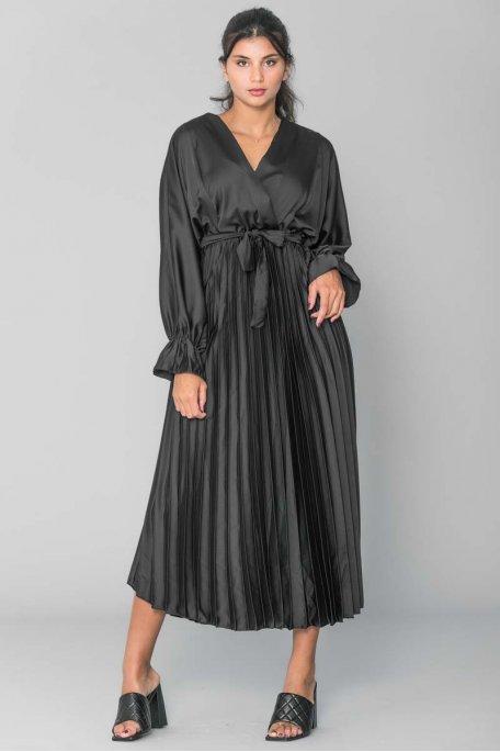 Robe longue plissé satiné ceinture noire