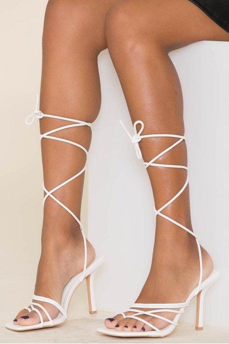 Sandales à talons blanches lacets