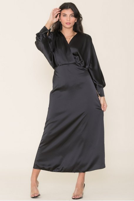 Robe longue ample satinée noir