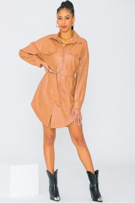 Robe chemise simili cuir cintrée camel