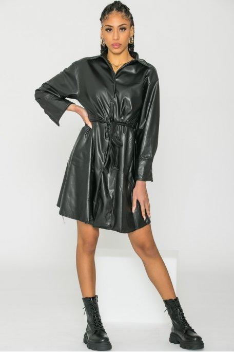 Robe chemise simili cuir cintrée noir