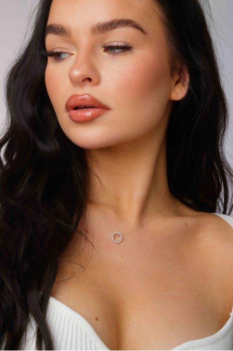 Collier ras de cou transparent anneau