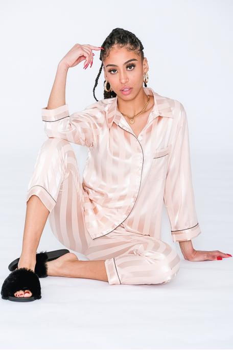 Pyjama satiné à rayures beige