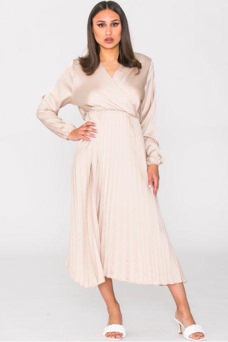 Robe mi-longue satinée plissée beige