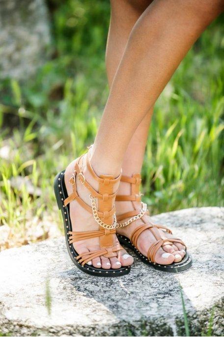 Sandales cloutées chaîne dorée camel