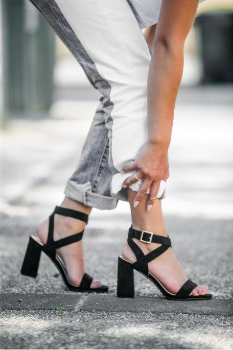 Sandales à talons effet daim noir