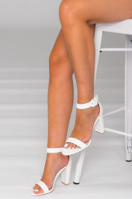 Sandales à talon carré effet croco blanc