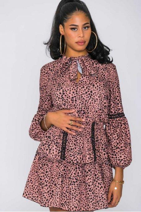Robe tachetée et cintrée rose